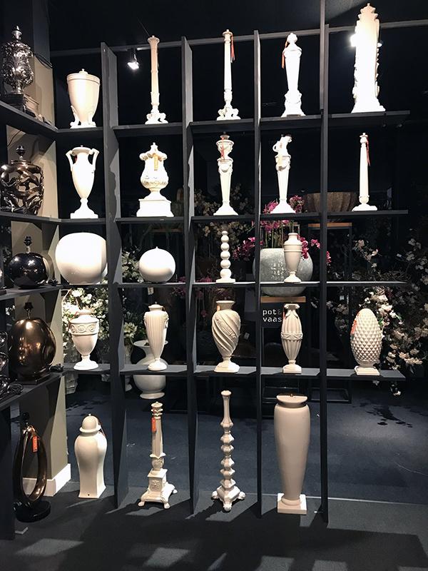 Stout library met vintage en design ceramics